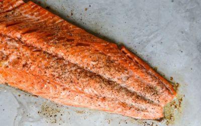 Sarımsaklı tereyağlı fırında somon fileto tarifi
